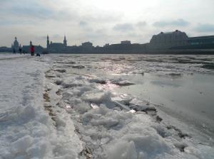 Elbe mit Eis